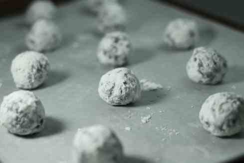 chocolate hazelnut crinkles in powdered sugar