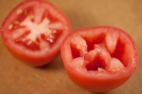 de-seeding tomatoes