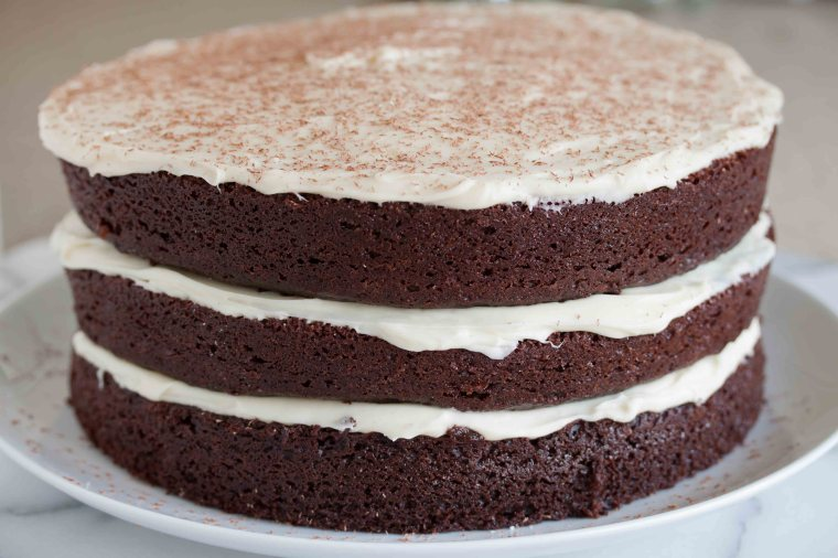 chocolate cake with white chocolate cream cheese