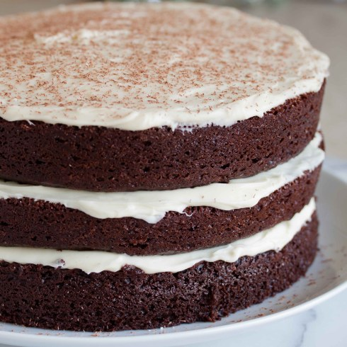 chocolate cake with white chocolate cream cheese